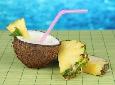 suco detox agua de coco abacaxi