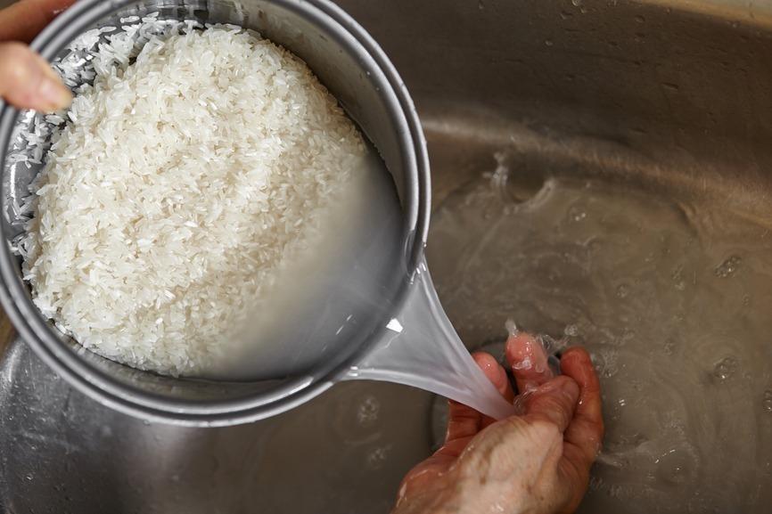 Água de arroz para o cabelo