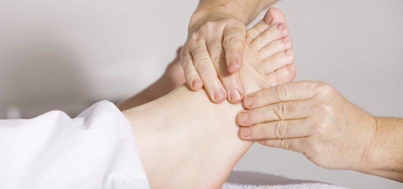 rachadura nos pés causas
