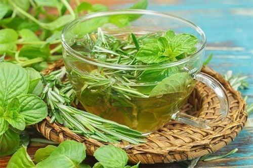 Chá de alecrim com hortelã: para que serve