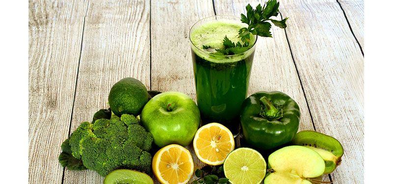 Como fazer um suco verde em cinco minutos